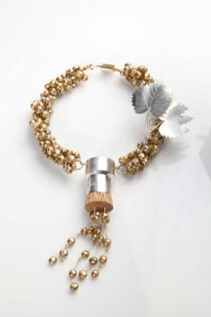 Dubravko Jagarinec - Les bulles ogrlica (posrebreni mesing, biseri, pluto), foto: Mario Majcan