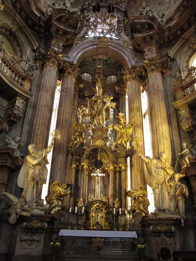 Crkva sv. Nikole - brončani kip sv. Nikole Ignaza Platzera