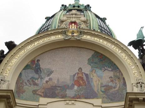 Zgrada općine, mozaik 'Počast Pragu' Karela Špillara
