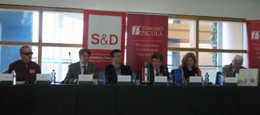 S lijeva na desno: Boris Ljubičić, Vladimir Brnardić, Nikola Albaneže, Tonino Picula, Jasna Čapo Žmegač, Božidar Prosenjak