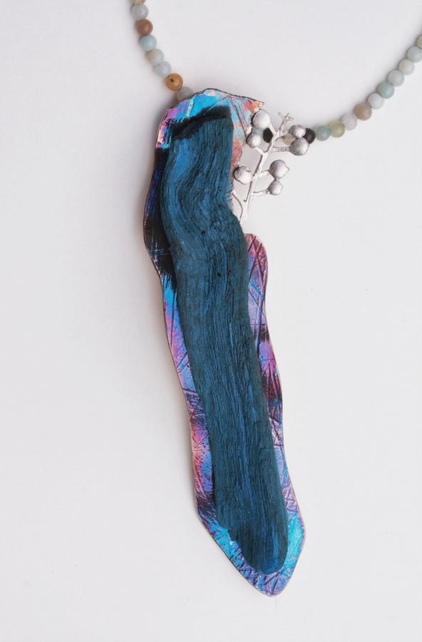Aurinia sinuata - ogrlica; srebro, patina, bojano drvo, amazonit