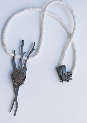 Zima uz rijeku - ogrlica; srebro, kamen, školjka