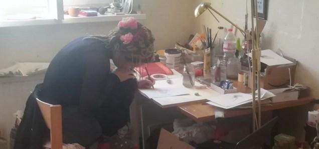 Umjetnica Sandra Radić Parać pri radu - atelje