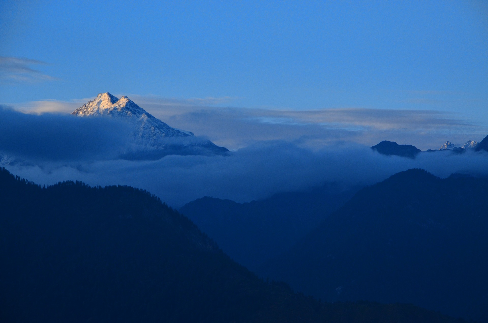 A picture of Himalayas at sunrise