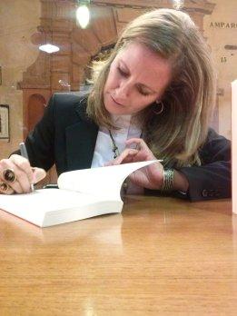 Cristina firmando Perdidos