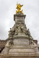 Monumento em em homenagem a rainha Victoria em frente ao palácio de Buckingham