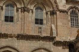 drabina pod oknem Bazyliki Grobu