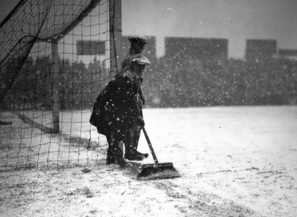 groundsman-fulham-v-everton-1926-fa-cup-3rd-round