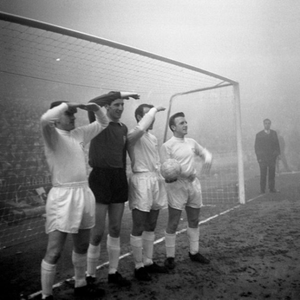 Soccer - UEFA Cup Winners' Cup - First Round - Tottenham Hotspur v Manchester United - White Hart Lane