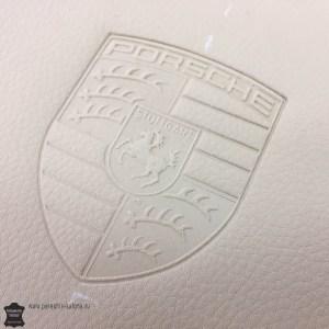 Тиснение логотипа на автомобильной коже Porsche