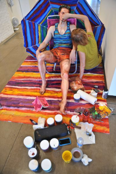 US artist Alexa Meade paints model Will Claybaugh during a performance at the Irvine Contemporary gallery in Washington on August 20, 2011. Meade, 24, paints over people so that they look like paintings, then photographs them either in a natural setting or with a painted background. AFP PHOTO/Nicholas KAMM