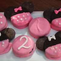 DDs Minnie Mouse Birthday Party: Part 2 - Dipped Oreos