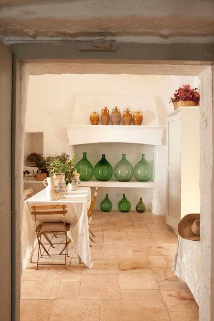 Demijohn collection, using demijohns, how to decorate with bottles, bottle decor