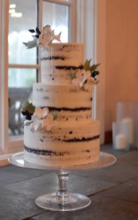 imagesNear-naked_Cake_with_Sugar_Flowers_and_Foliage