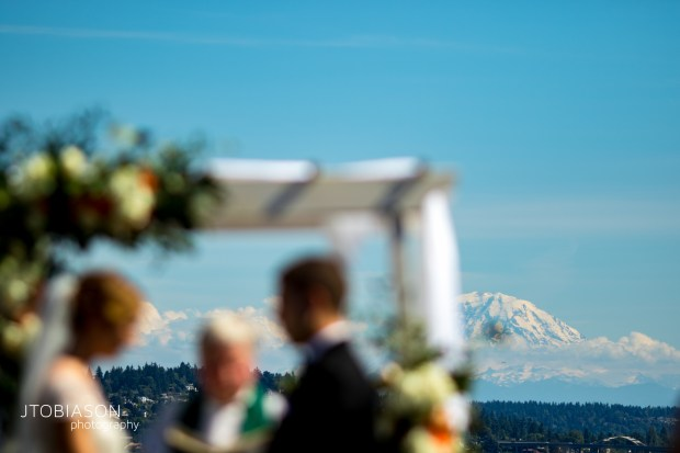 Seattle Tennis Club wedding in Seattle | Outdoor ceremony with view of Mt. Rainier | Perfectly Posh Events, Seattle Wedding Planner | JTobiason Photography