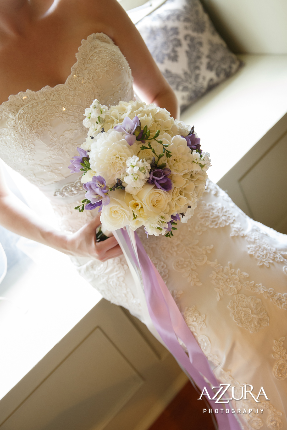 Laurel Creek Manor Wedding in Seattle | Lavender and white floral bouquet with ribbon | Perfectly Posh Events, Seattle Wedding Planner | Azzura Photography | Sublime Stems