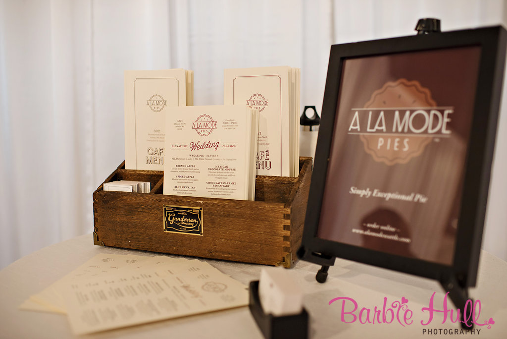 Seattle Wedding Show, I Do Sodo | A la Mode Pies booth at I Do Sodo | Perfectly Posh Events | Barbie Hull Photography | A la Mode Pies