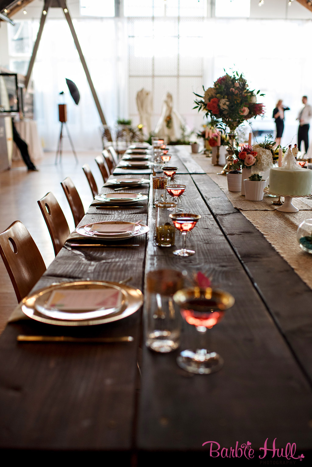 Seattle Wedding Show, I Do Sodo | Mid-Century Modern tablescape | Perfectly Posh Events | Barbie Hull Photography | Vintage Ambiance