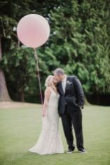 Glen Acres Golf Club | Seattle | Seattle Wedding Planner | Perfectly Posh Events | Barrie Anne Photography | Bride and Groom with pink balloon