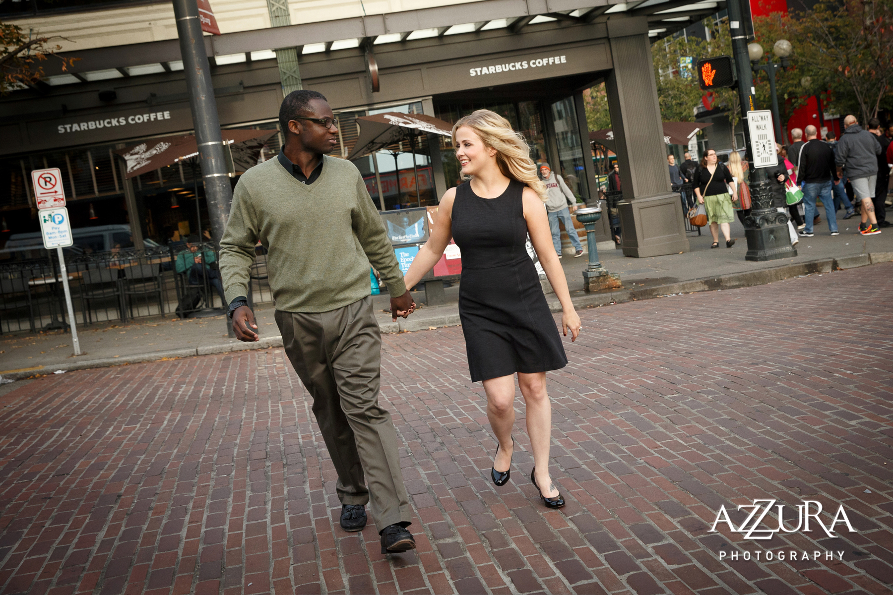 Seattle Engagement Shoots | Pike Place engagement shoot | Perfectly Posh Events | Azzura Photography