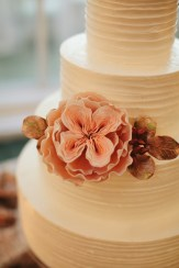 Pink sugar flower weddingcake | DeLille Cellars Wedding in Woodinville | Lucid Captures Photography | Wedding Planning & Design by Perfectly Posh Events, Woodinville wedding planner