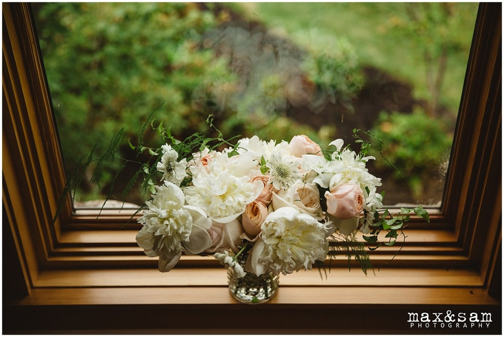 Bridal floral bouquet made of various ivory and blush flowers, The Lodge at Fall City wedding, Seattle wedding, planning and design by Perfectly Posh Events, Seattle Wedding Planner, Photo by Max & Sam Photography
