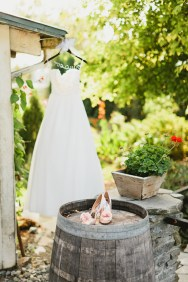 DeLille Cellars wedding in Woodinville | Wedding dress and Badgley Mischka shoes | Perfectly Posh Events | Lucid Captures Photography