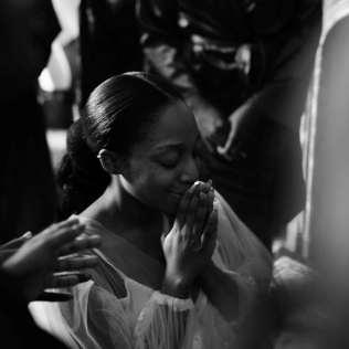 bride praying before her wedding