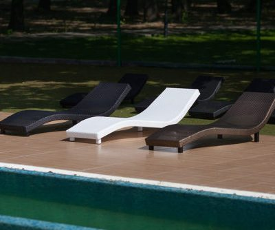 Мебель для бассейна из ротанга в Крыму