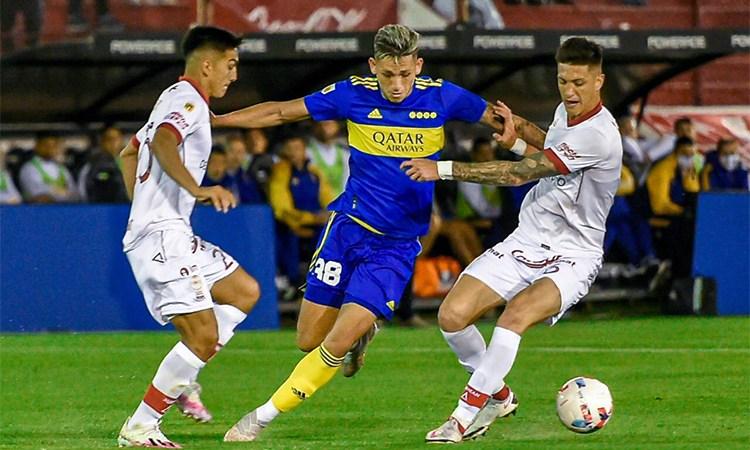 Boca goleó a Huracán y se prende