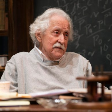 Review: RELATIVITY at Northlight Theatre