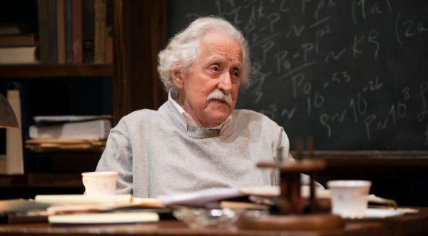 Mike Nussbaum as Einstein | PerformInk