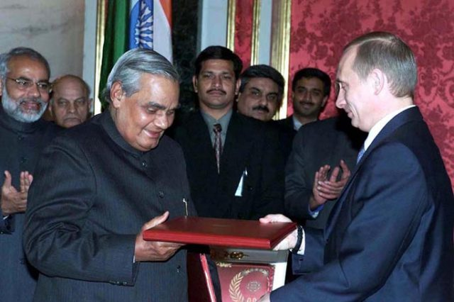 PM Shri Atal Bihari Vajpayee with the President of the Russian Federation after signing the Moscow deceleration. November 6, 2001