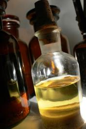 Nice yellowish colour for this olibanum tincture.