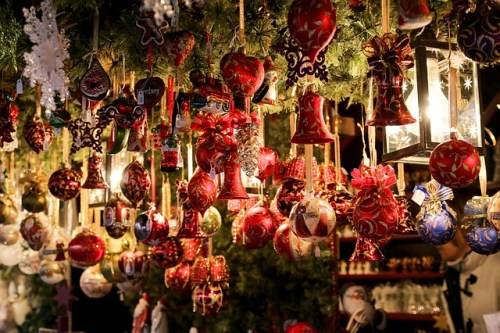 La Folie de Noël by Dawn Spencer Hurwitz  christmas-market Gellinger Pixabay