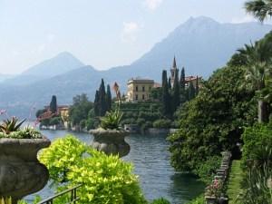 villa-cipressi-vista-da-giardini-villa-monastero