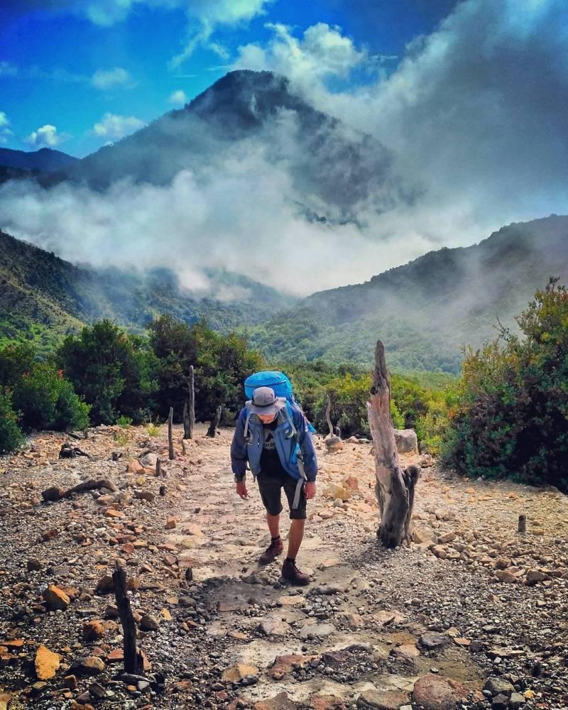 Papandayan adalah salah satu gunung paling populer di Garut untuk didaki via @topann16