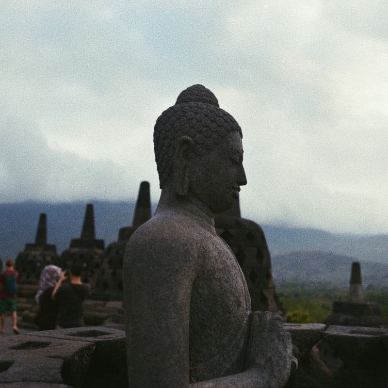 Patung di Borobudur via @oussamaelharti