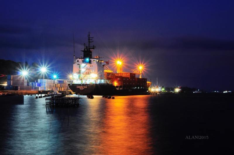Pelabuhan sorong adalah salah satu pintu masuk ke kota ini via @alan_oir
