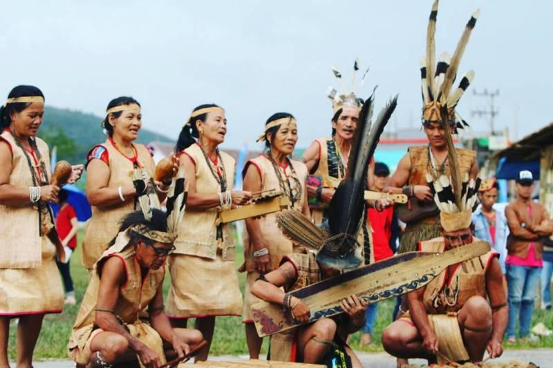 Pertunjukan Seni Tari dan Budaya Suku Dayak di Kayan Mentarang National Park via @djclarrio