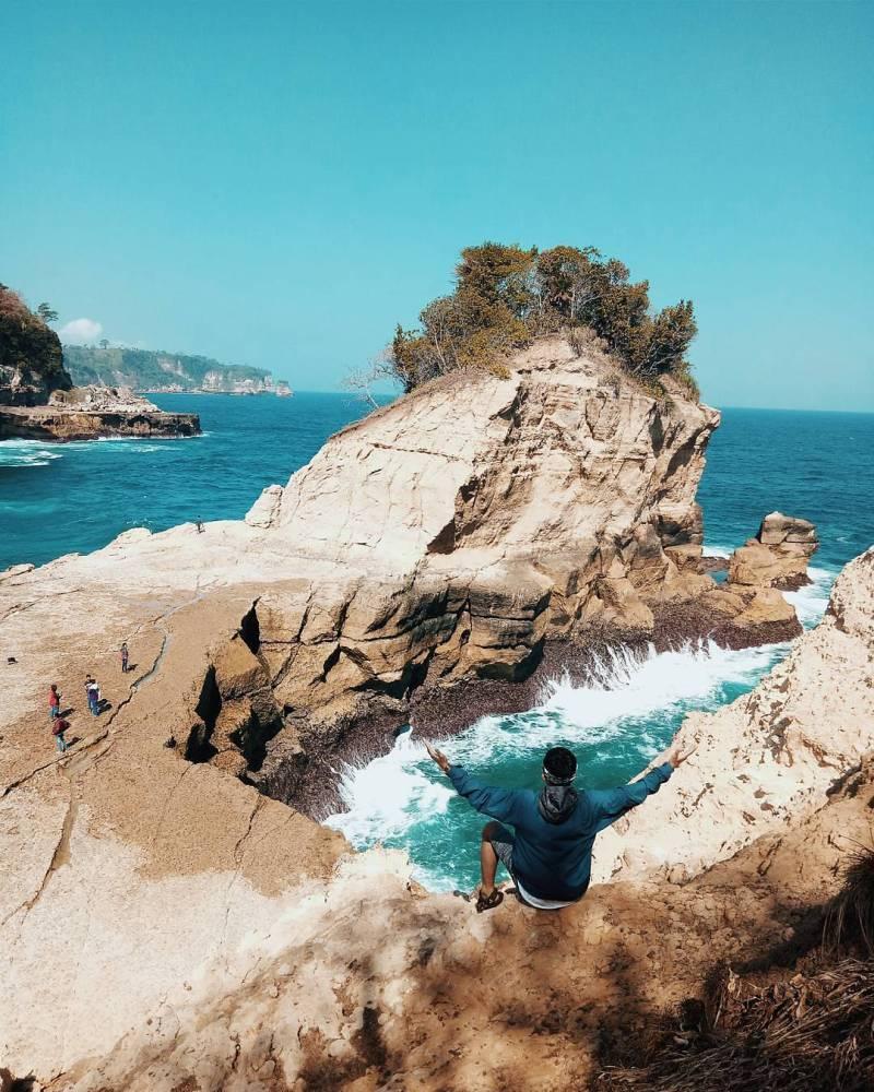 Tulungagung ini memiliki banyak tempat wisata berupa pantai via @edysrs