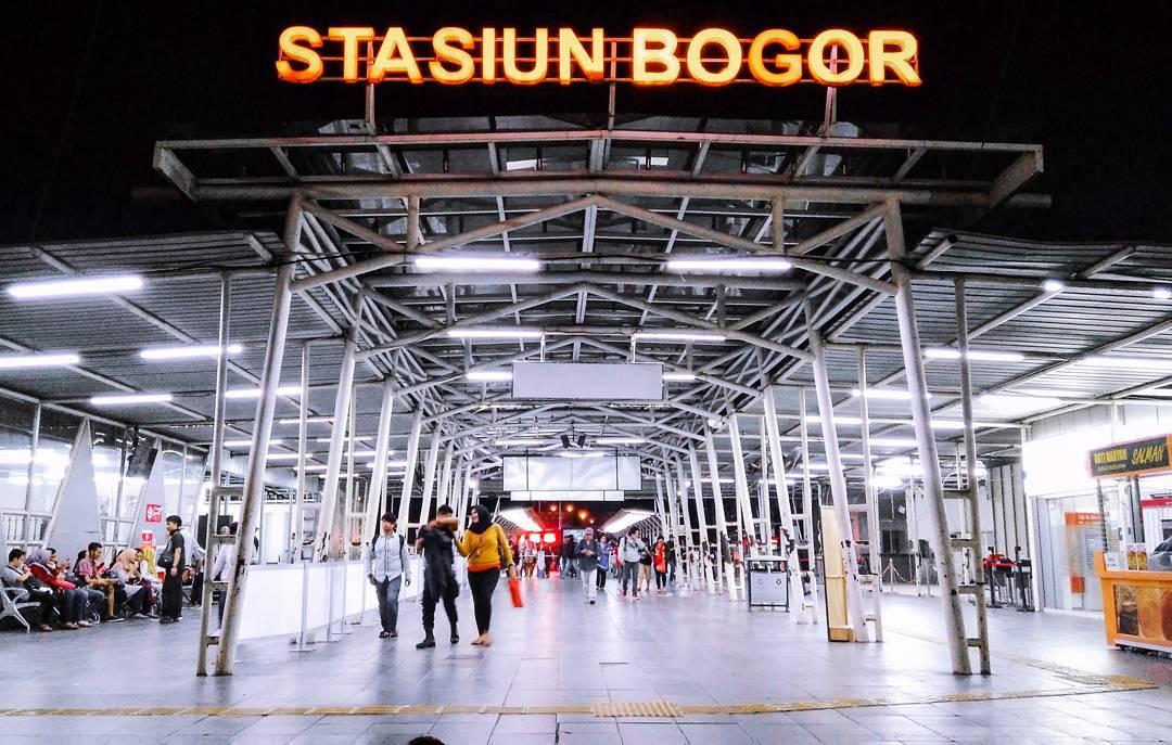 Cara paling mudah untuk pergi ke Bogor adalah dengan kereta dari Jakarta via @febyfathur