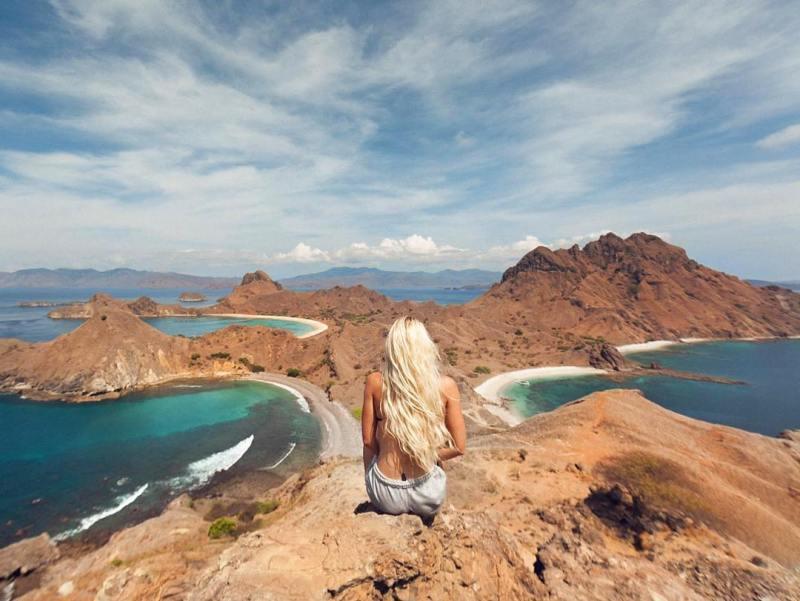 Pulau Padar adalah salah satu tujuan wisata labuan bajo yang populer @balicili
