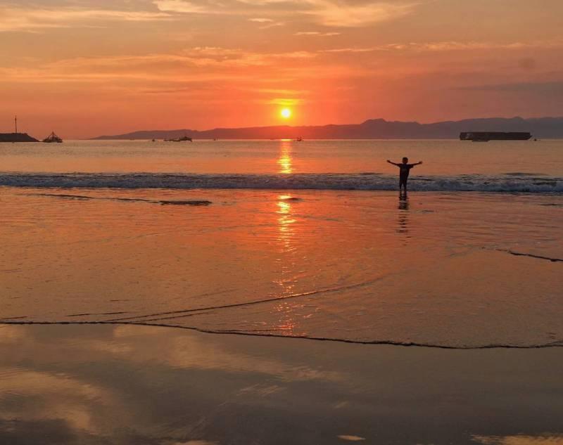 Ingin mendapatkan sunset sempurna, main saja ke Pelabuhan Ratu via @hadi_manurung