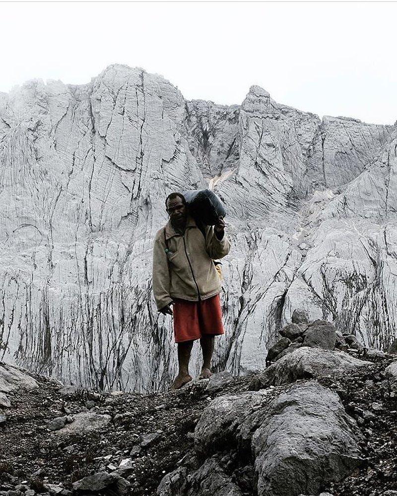 Porter di Tembagapura via @noerhoeda