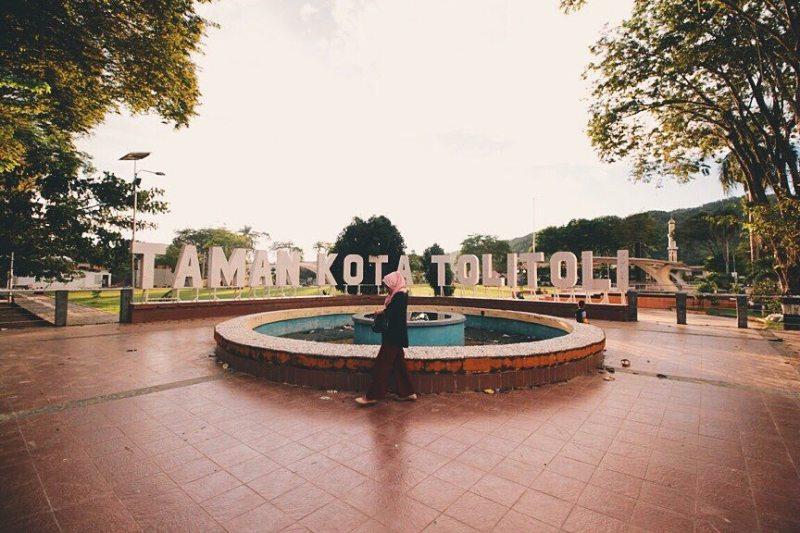 Taman kota ini adalah salah satu ikon dari Kota Toli Toli via @triimamfm