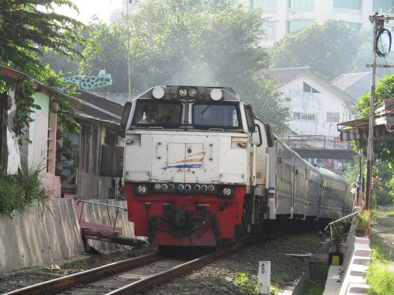 Tujuan akhir kereta api Pangrango dari Sukabumi adalah Stasiun Bogor Paledang via @mirfanyulviansyah