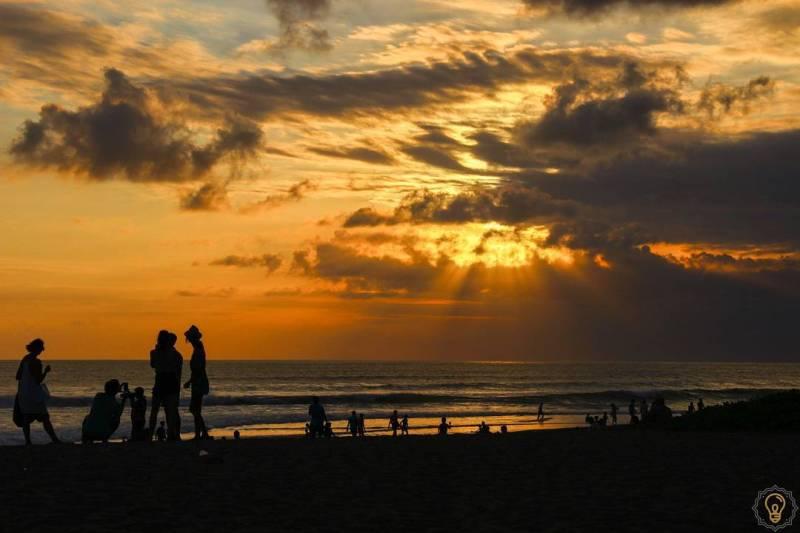 Suasana sunset di Petitenget via @verlichtend