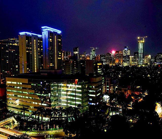 di kawasan Setiabudi Jakarta ini banyak berdiri gedung-gedung tinggi via @f_saptaputra