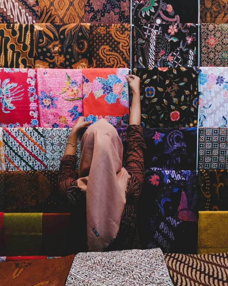 Pusat Pasar Grosir Batik Setono. via @explorepekalonga